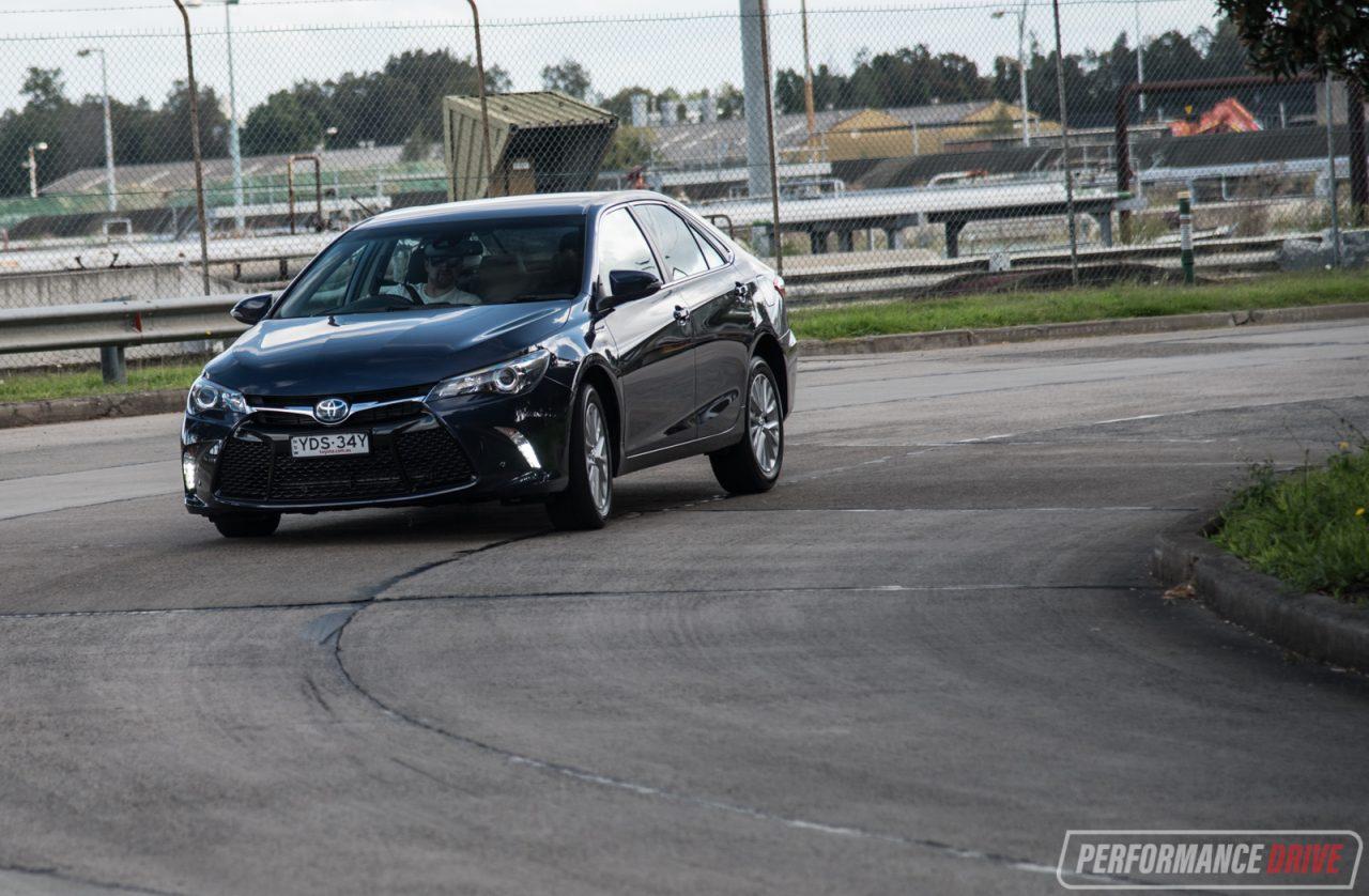 2017 Toyota Camry Hybrid Atara Sl Review  Video