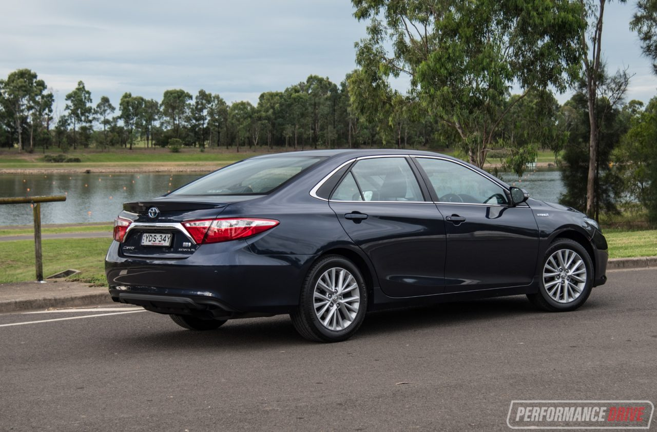 2017 toyota camry hybrid atara sl review video performancedrive. Black Bedroom Furniture Sets. Home Design Ideas