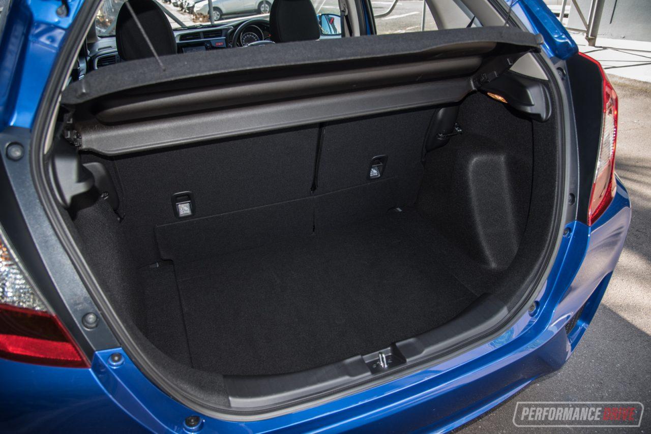 2017 Honda Jazz VTi review (video)   PerformanceDrive