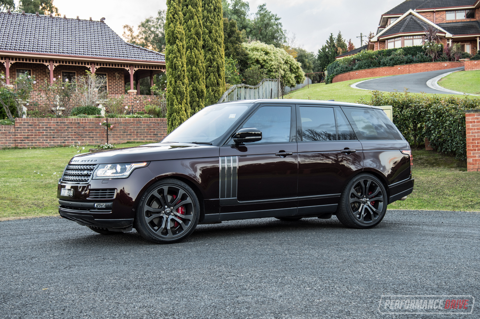 2017 range rover svautobiography dynamic review video performancedrive. Black Bedroom Furniture Sets. Home Design Ideas