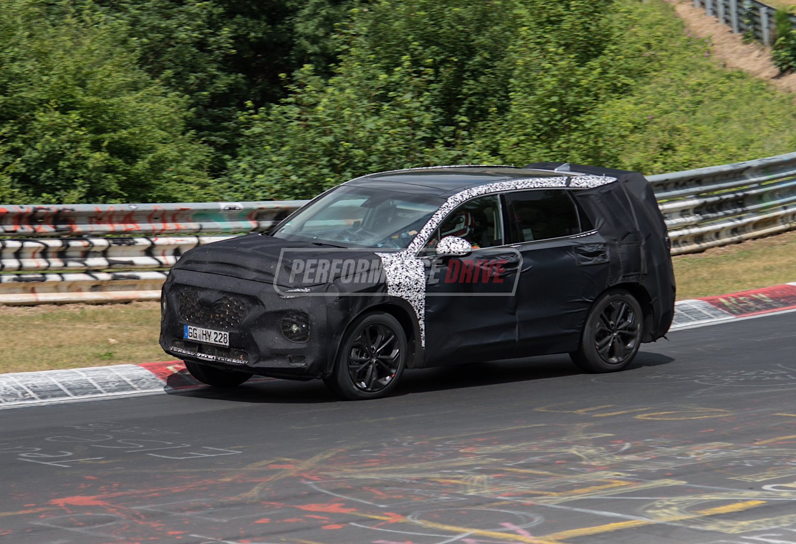 2018 hyundai santa fe spotted testing at nurburgring video performancedrive. Black Bedroom Furniture Sets. Home Design Ideas