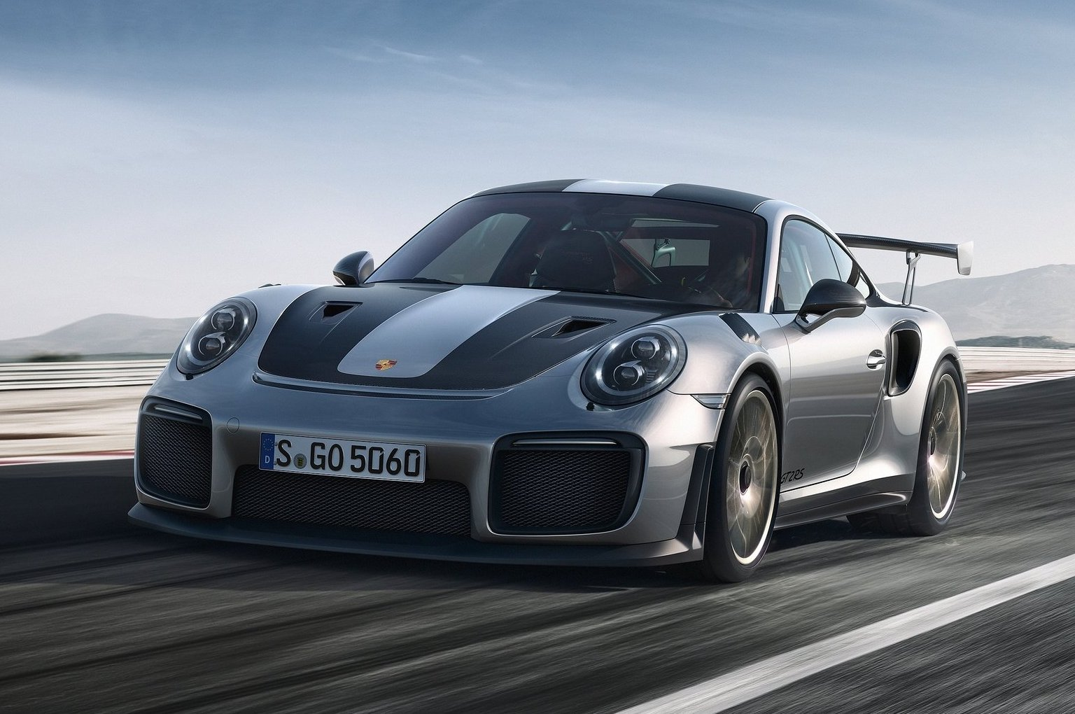 Porsche 911 GT2 RS Officially Arrives With 700 HP