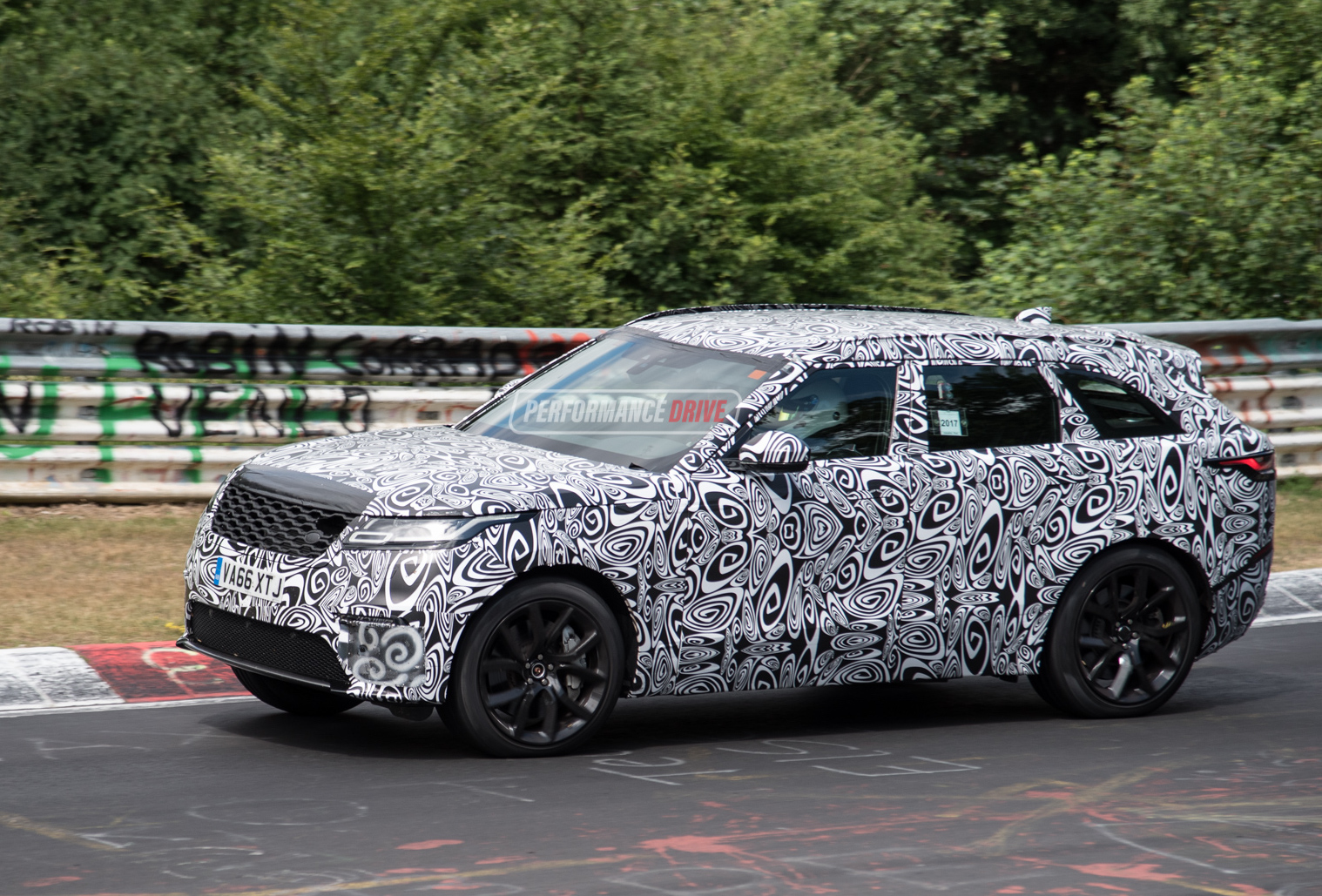 range rover velar 39 svr 39 v8 spotted at nurburgring performancedrive. Black Bedroom Furniture Sets. Home Design Ideas