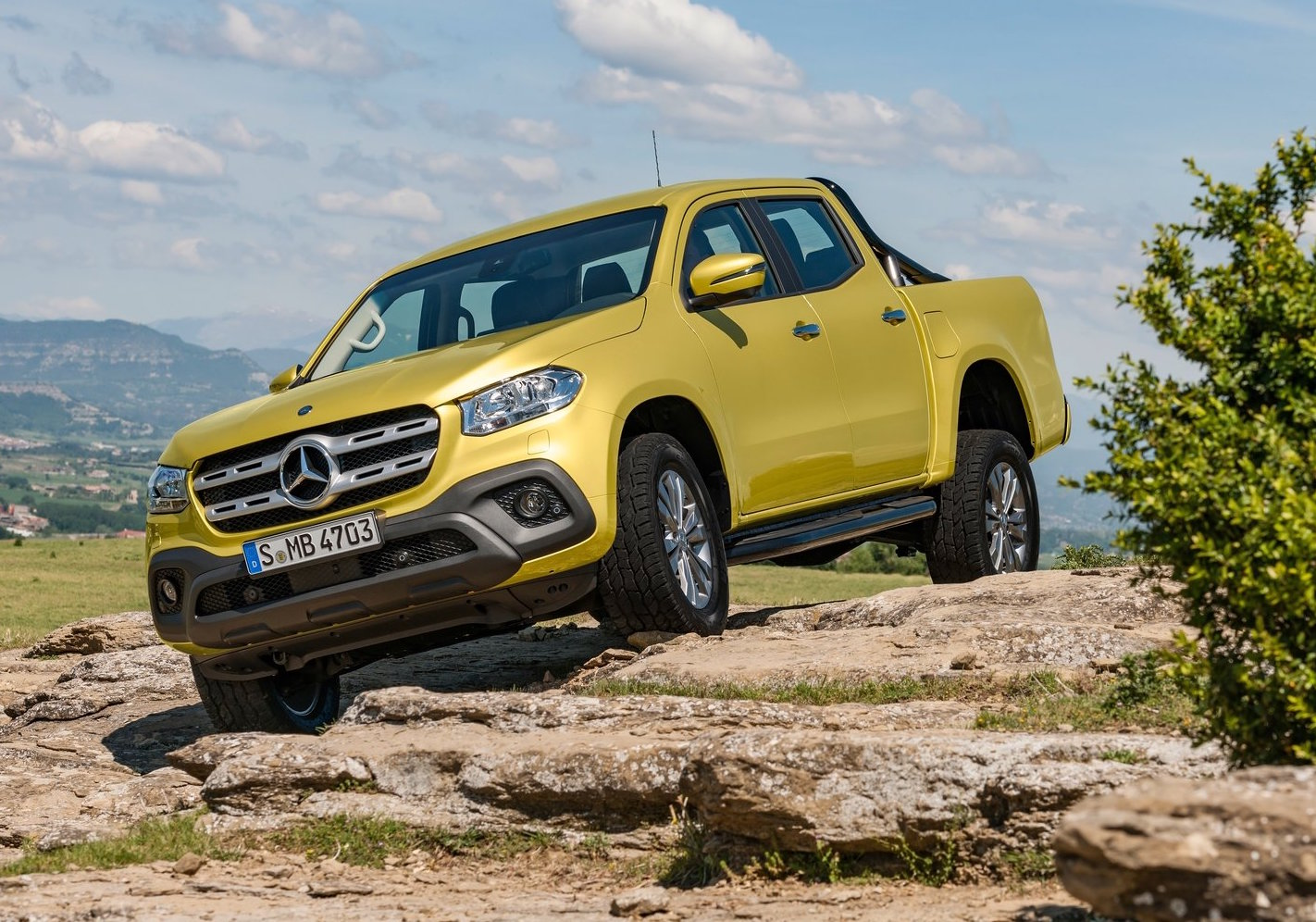 Mercedes benz x class ute unveiled 190kw v6 flagship for Pics of mercedes benz