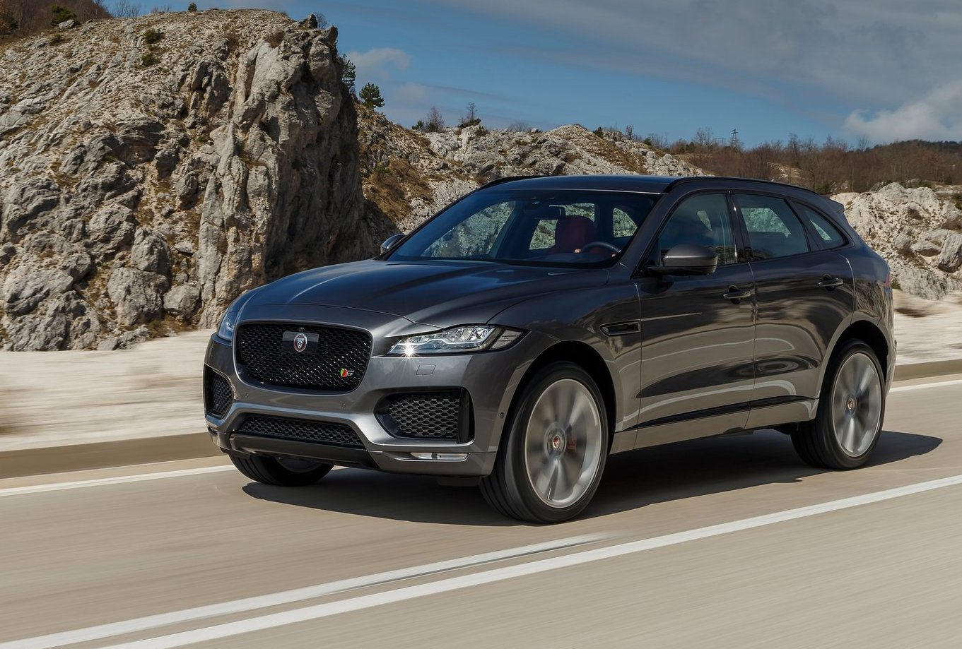 jaguar land rover sales keep soaring led by f pace suv performancedrive. Black Bedroom Furniture Sets. Home Design Ideas