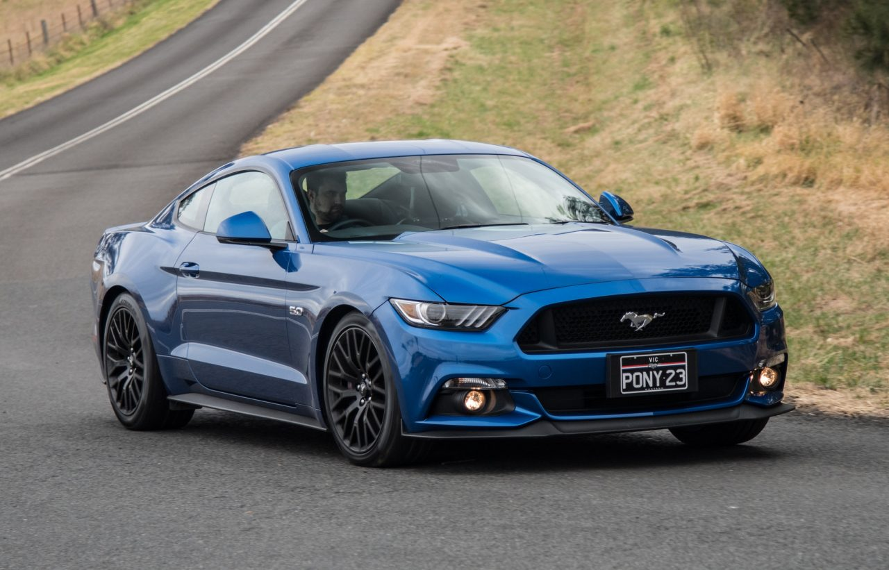 2017 ford mustang gt review video performancedrive. Black Bedroom Furniture Sets. Home Design Ideas