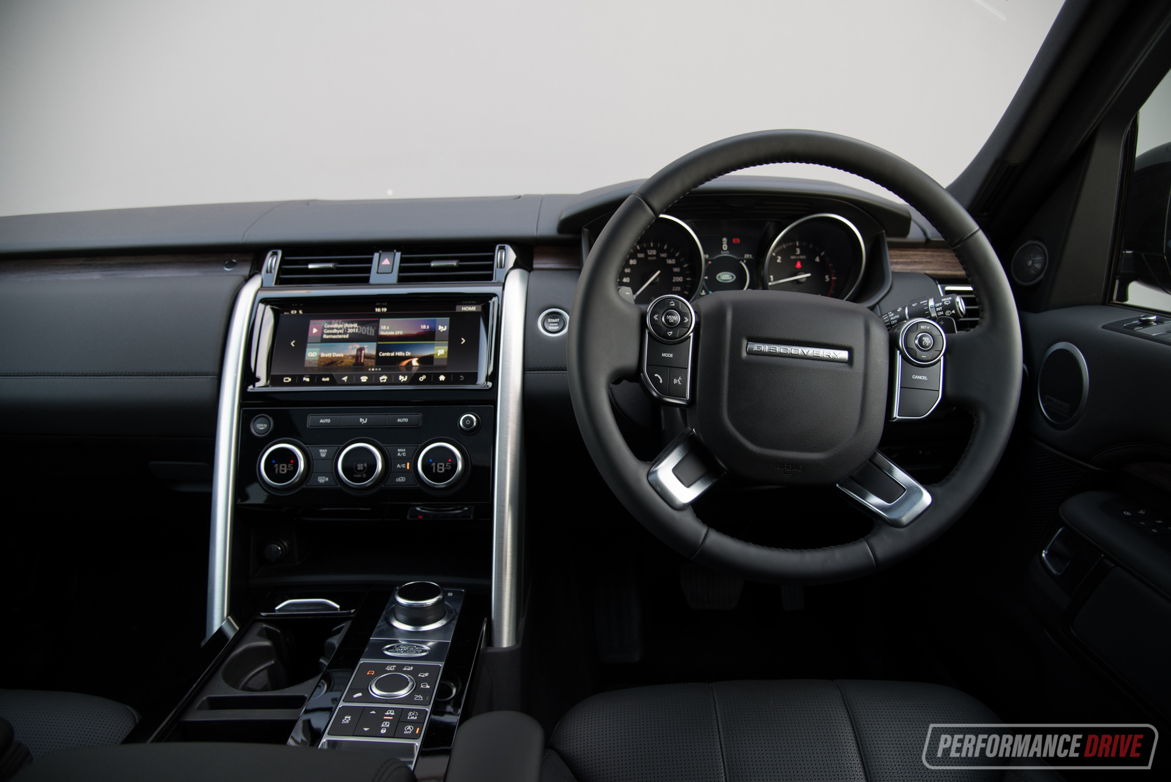 http://performancedrive.com.au/wp-content/uploads/2017/09/2017-Land-Rover-Discovery-HSE-Sd4-interior.jpg