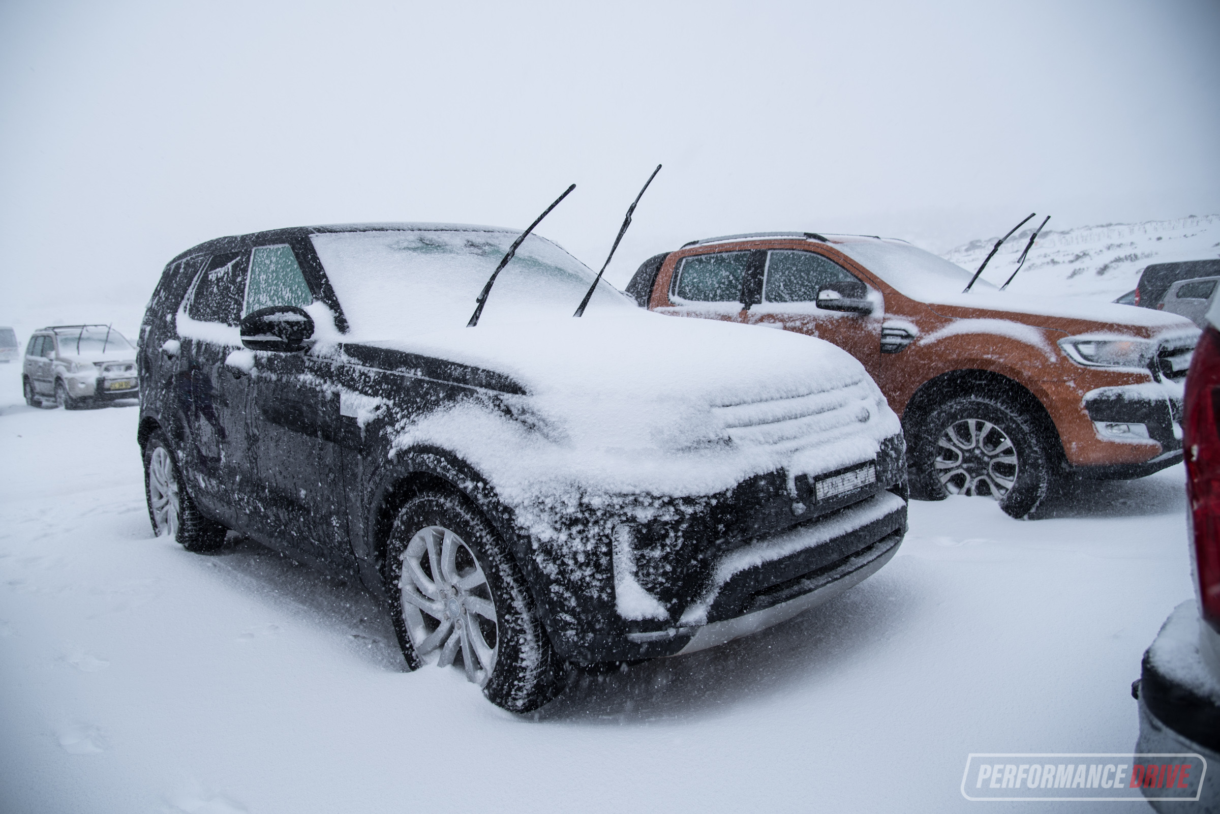 http://performancedrive.com.au/wp-content/uploads/2017/09/2017-Land-Rover-Discovery-HSE-Sd4-snow.jpg