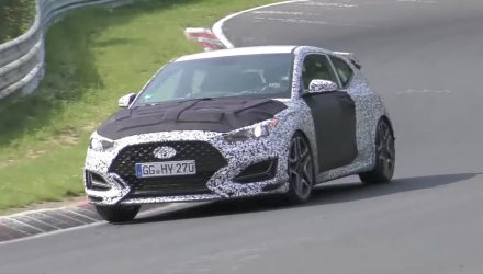 Hyundai Veloster N hot hatch spotted, wears 2018 body design (video)
