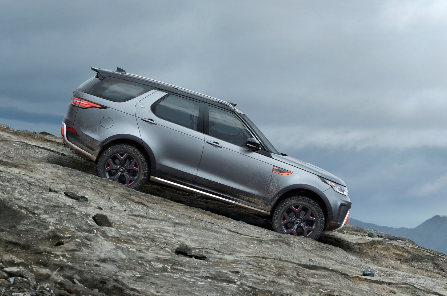 land rover discovery svx debuts with supercharged v8 performancedrive. Black Bedroom Furniture Sets. Home Design Ideas