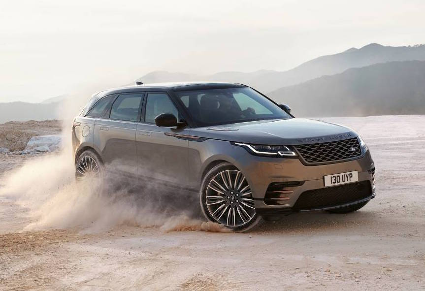 Land Rover displays ultimate pulling power