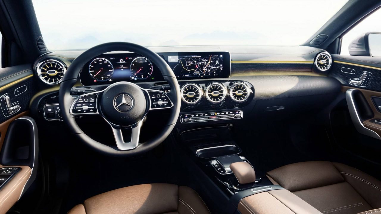 Classy 2018 mercedes benz a class interior revealed for Interieur mercedes classe a