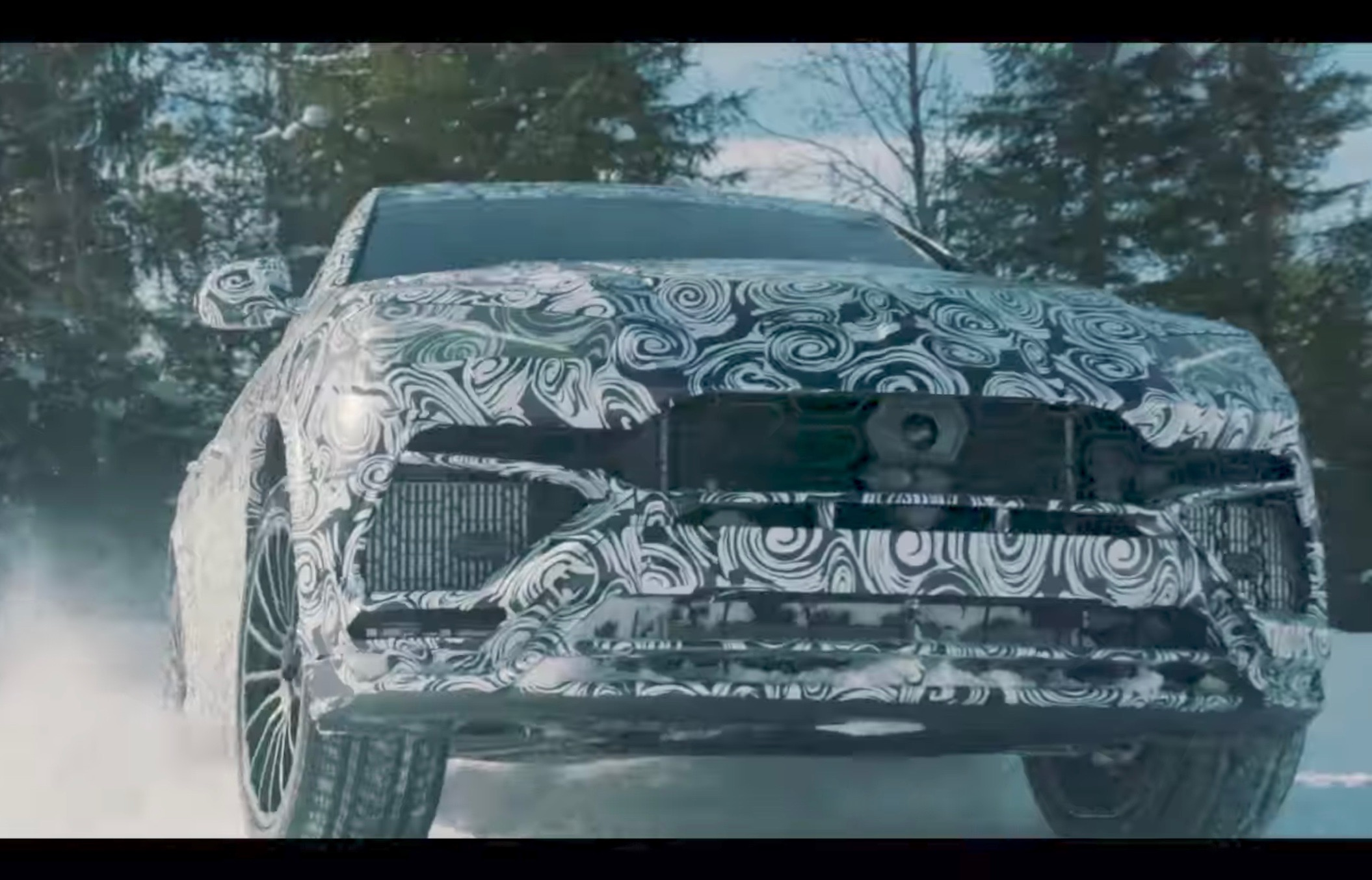 Crossover Lamborghini Urus has demonstrated his abilities on the snow
