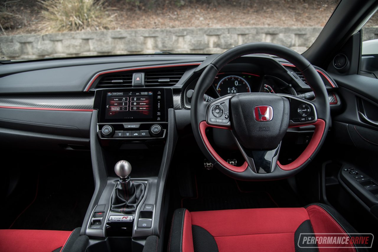2018 honda civic type r vs ford focus rs hot hatch for Honda type r interior