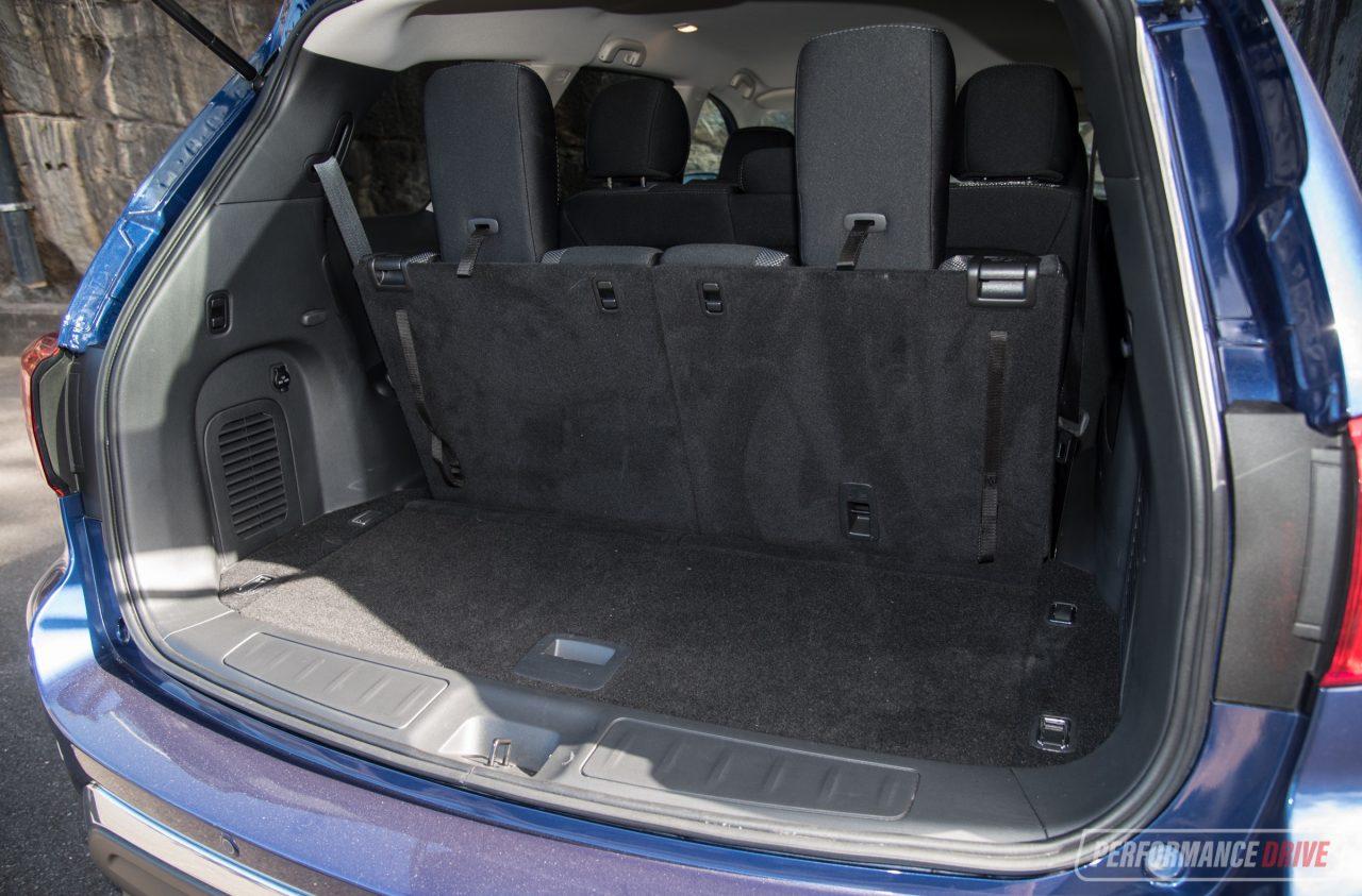 2018 Hyundai Santa Fe vs Nissan Pathfinder: 7-seat SUV comparison | PerformanceDrive