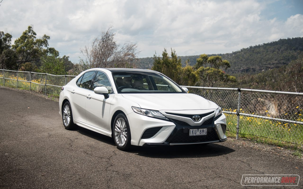 2018 toyota camry sl review v6 2 5l video performancedrive. Black Bedroom Furniture Sets. Home Design Ideas
