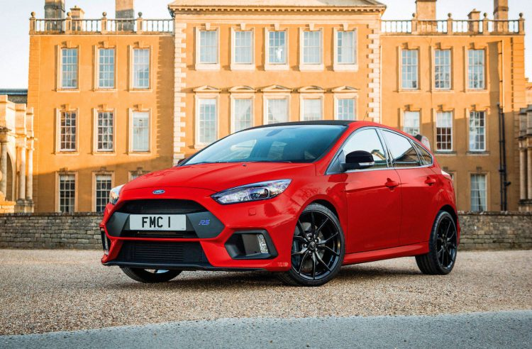 Ford Focus RS Red Edition arrives with FESTIVE Red Paint job