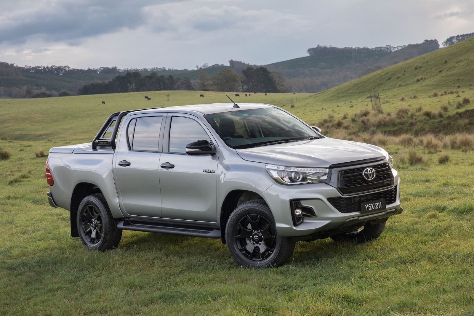 Land Rover Vs Jeep >> 2018 Toyota HiLux Rogue