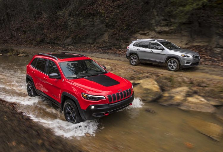 The 2019 Jeep Cherokee gets a family facelift for Detroit