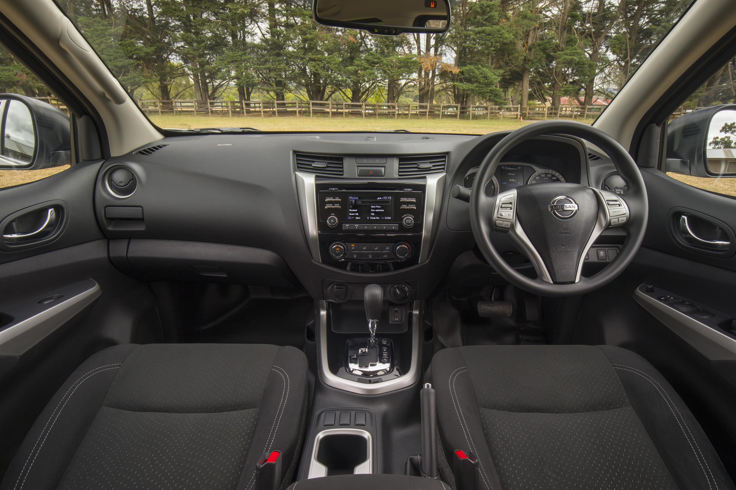 2018 Nissan Navara SL-interior |