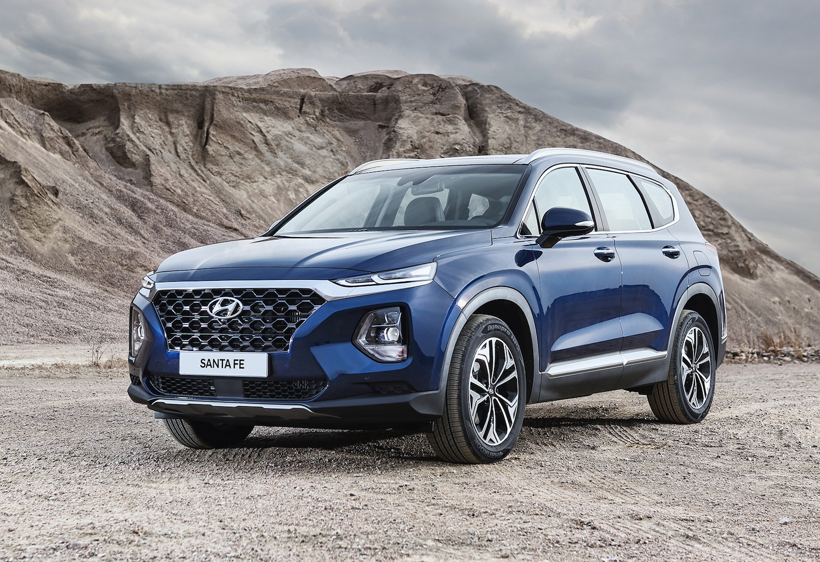 2019 hyundai santa fe unveiled gets new 8 spd auto. Black Bedroom Furniture Sets. Home Design Ideas