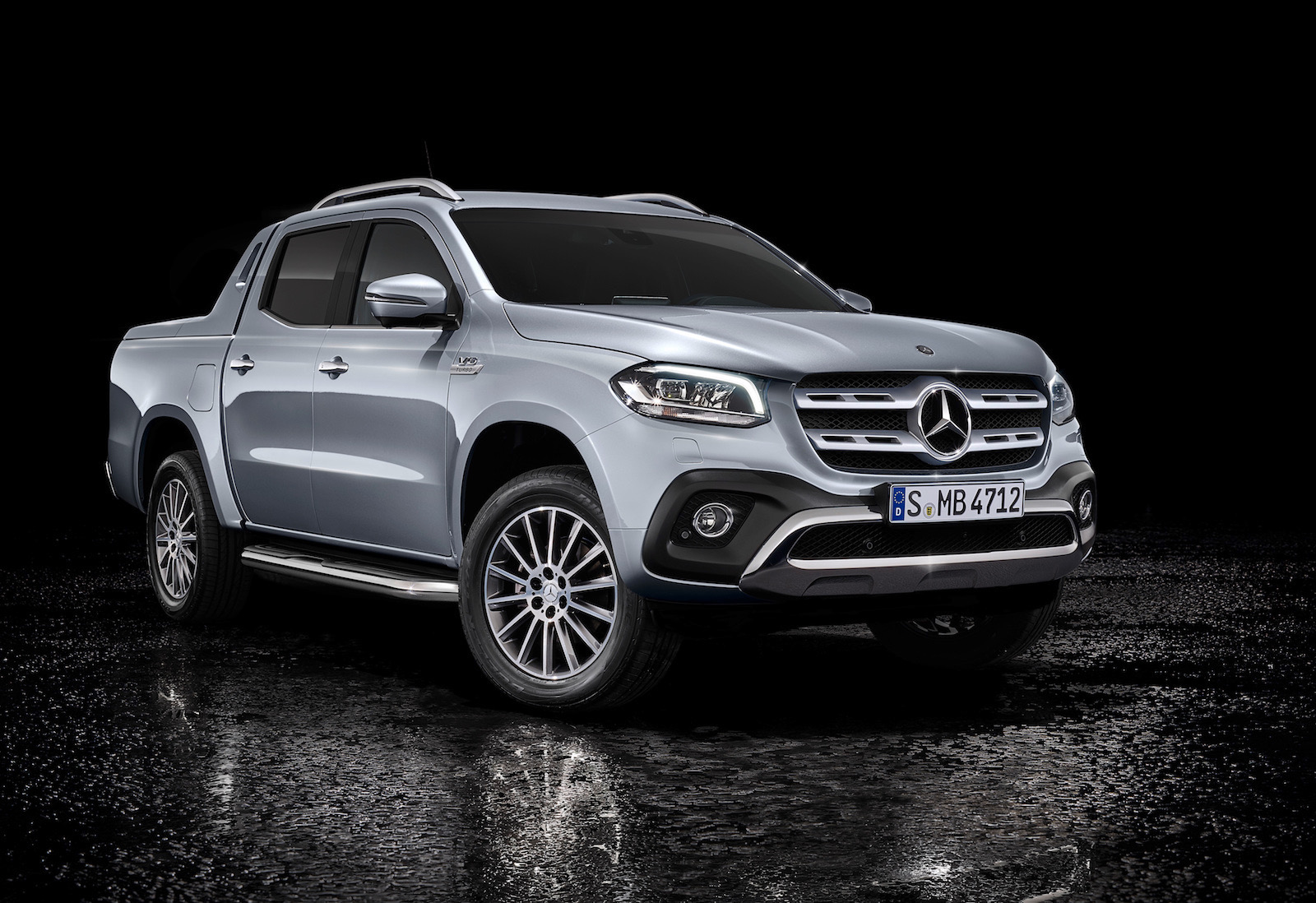 mercedes benz x 350 d unveiled most powerful diesel in. Black Bedroom Furniture Sets. Home Design Ideas
