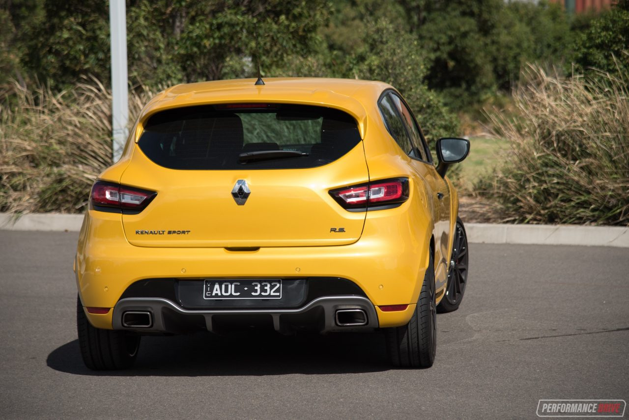2018 renault clio r s 200 cup review video performancedrive. Black Bedroom Furniture Sets. Home Design Ideas