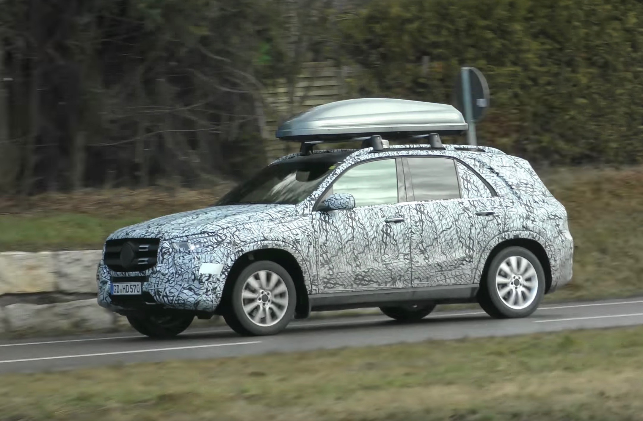 2019 mercedes benz gle spotted with less camouflage video performancedrive. Black Bedroom Furniture Sets. Home Design Ideas