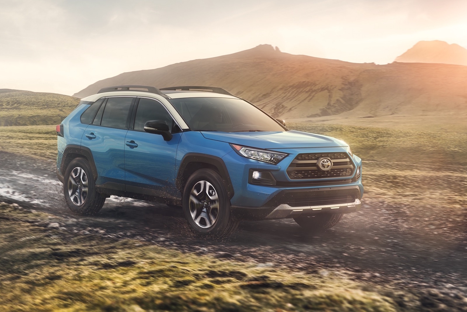 2019 toyota rav4 gets tough new look debuts at new york. Black Bedroom Furniture Sets. Home Design Ideas