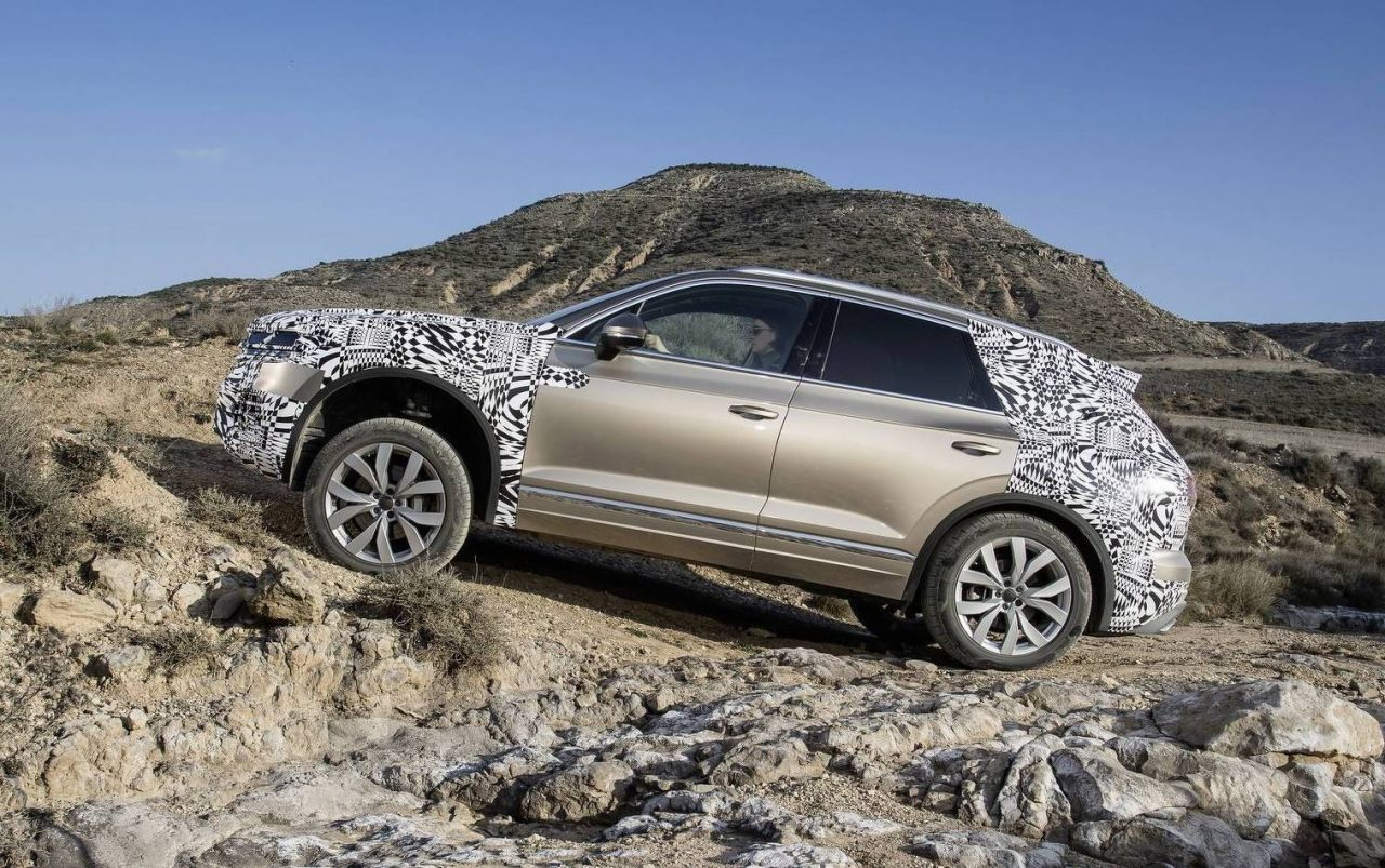 volkswagen touareg previewed interior revealed video performancedrive
