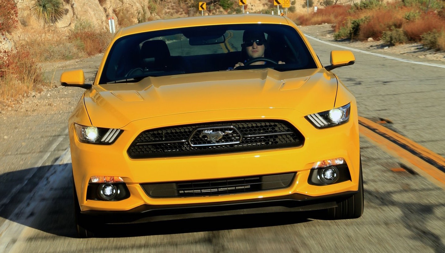 ford mustang gt spotted  pre facelift design video performancedrive
