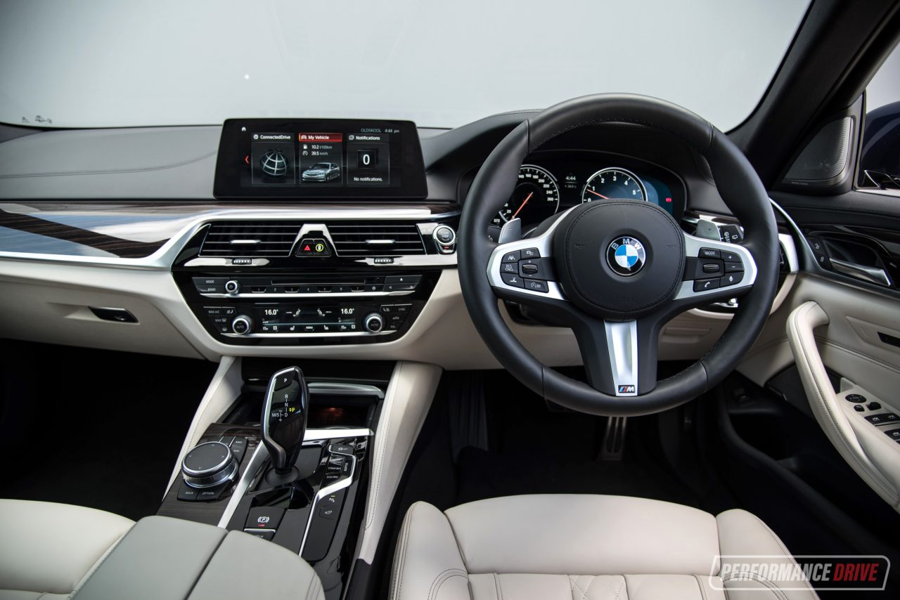 2018 BMW 530i Touring M Sport review (video ...