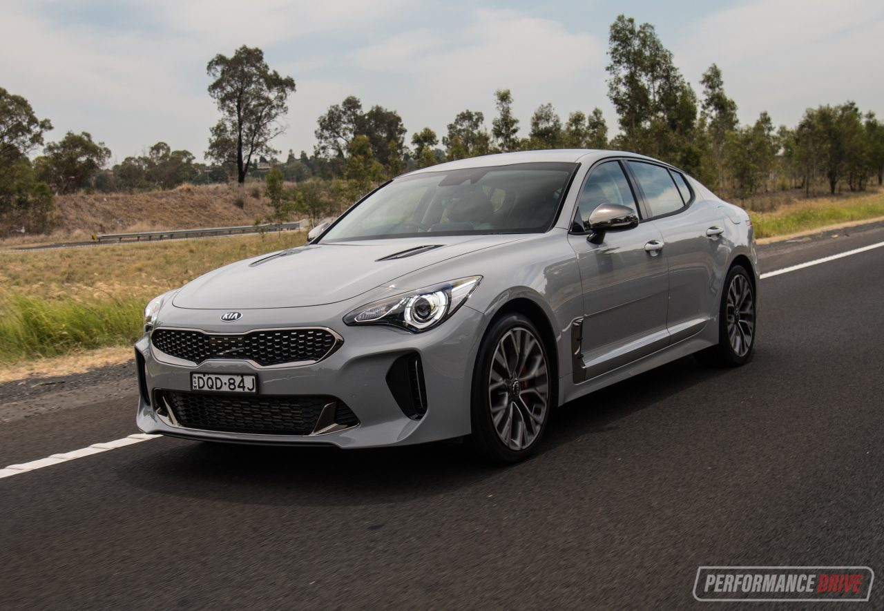 2018 kia stinger 330si review video performancedrive. Black Bedroom Furniture Sets. Home Design Ideas