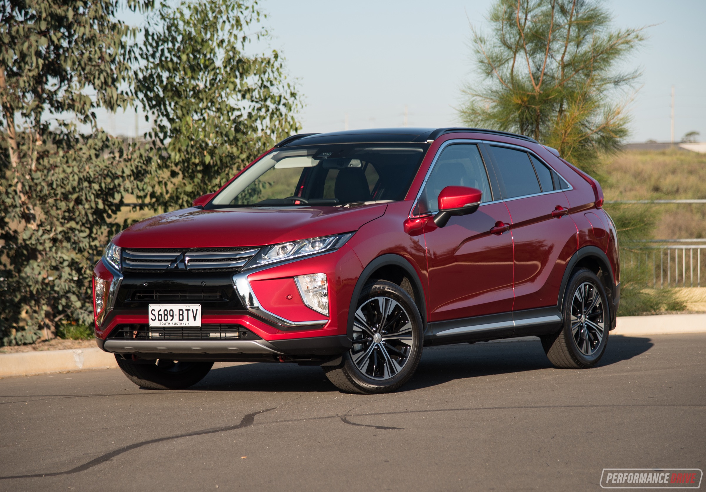 2018 mitsubishi eclipse cross exceed review video performancedrive. Black Bedroom Furniture Sets. Home Design Ideas