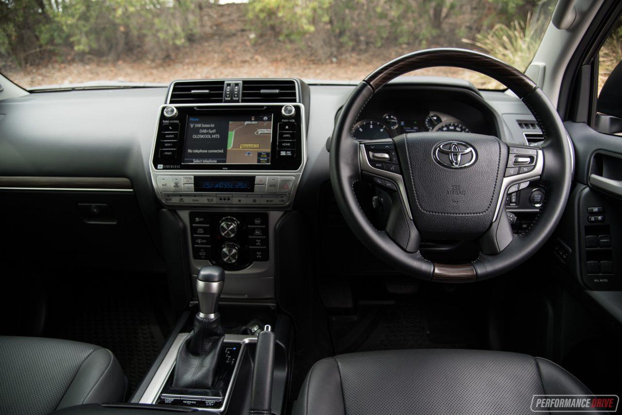Toyota prado interior 2018