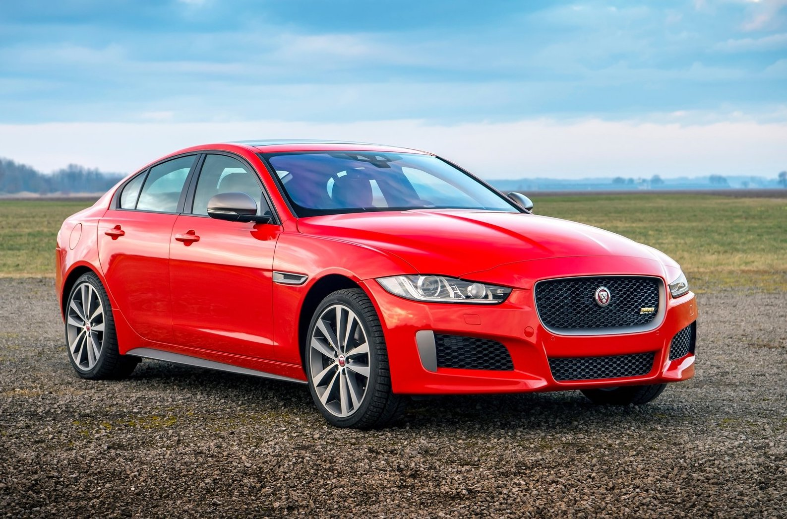 2019 jaguar xe xf receive new 300 sport variant performancedrive. Black Bedroom Furniture Sets. Home Design Ideas