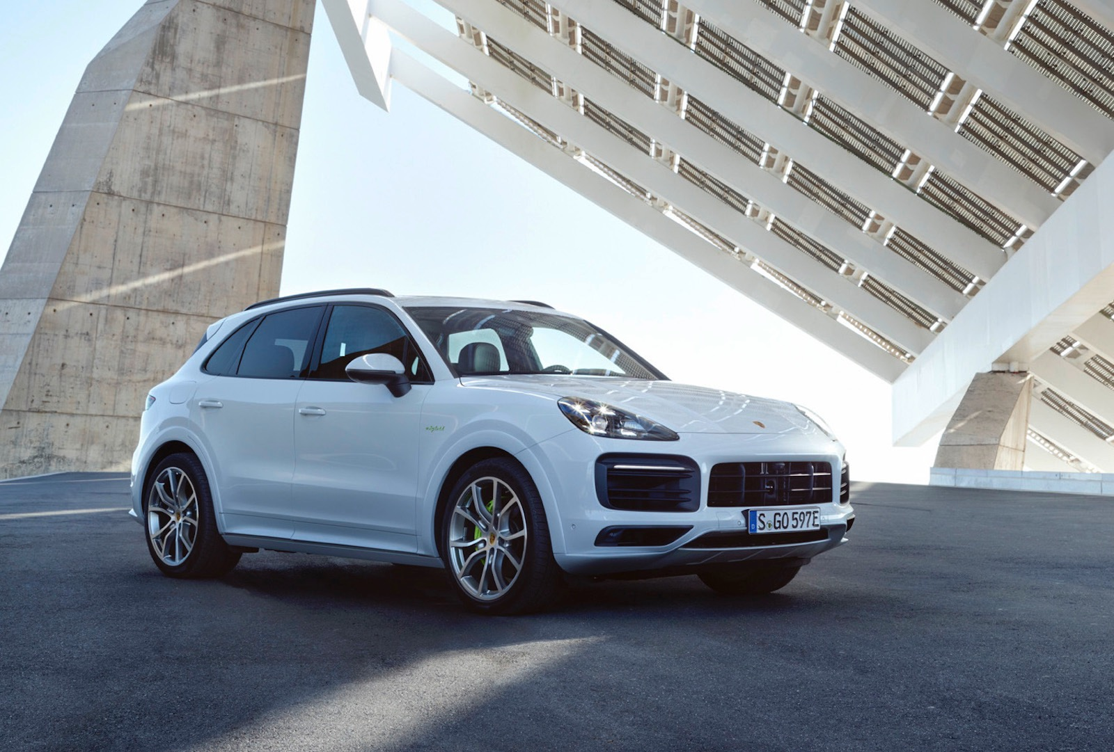 2018 porsche cayenne e hybrid plug in on sale in australia from 135 600 performancedrive. Black Bedroom Furniture Sets. Home Design Ideas