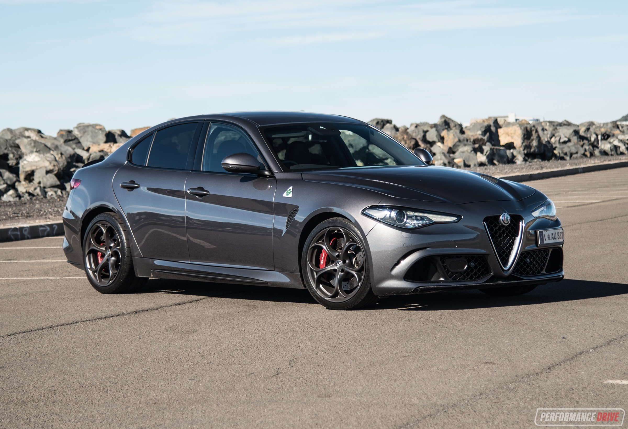 2018 alfa romeo giulia quadrifoglio review video performancedrive. Black Bedroom Furniture Sets. Home Design Ideas
