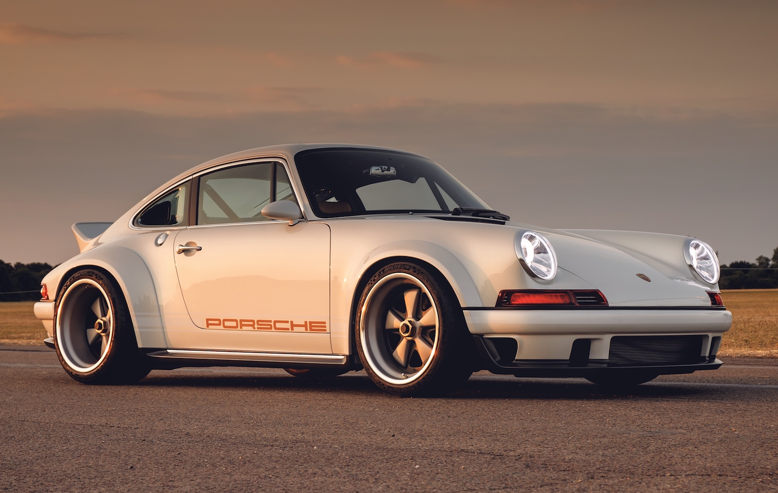 new singer porsche 911 dls revealed uses williams tech performancedrive. Black Bedroom Furniture Sets. Home Design Ideas