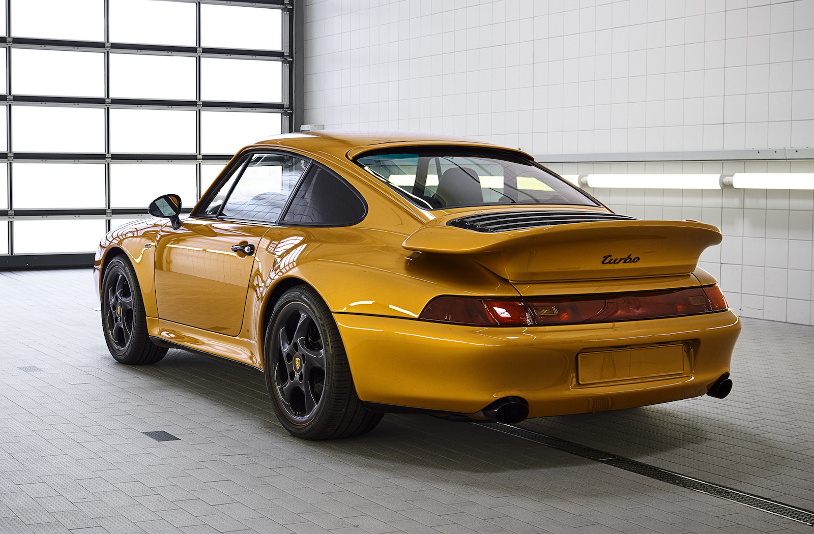 porsche classic completes 39 project gold 39 993 911 turbo performancedrive. Black Bedroom Furniture Sets. Home Design Ideas